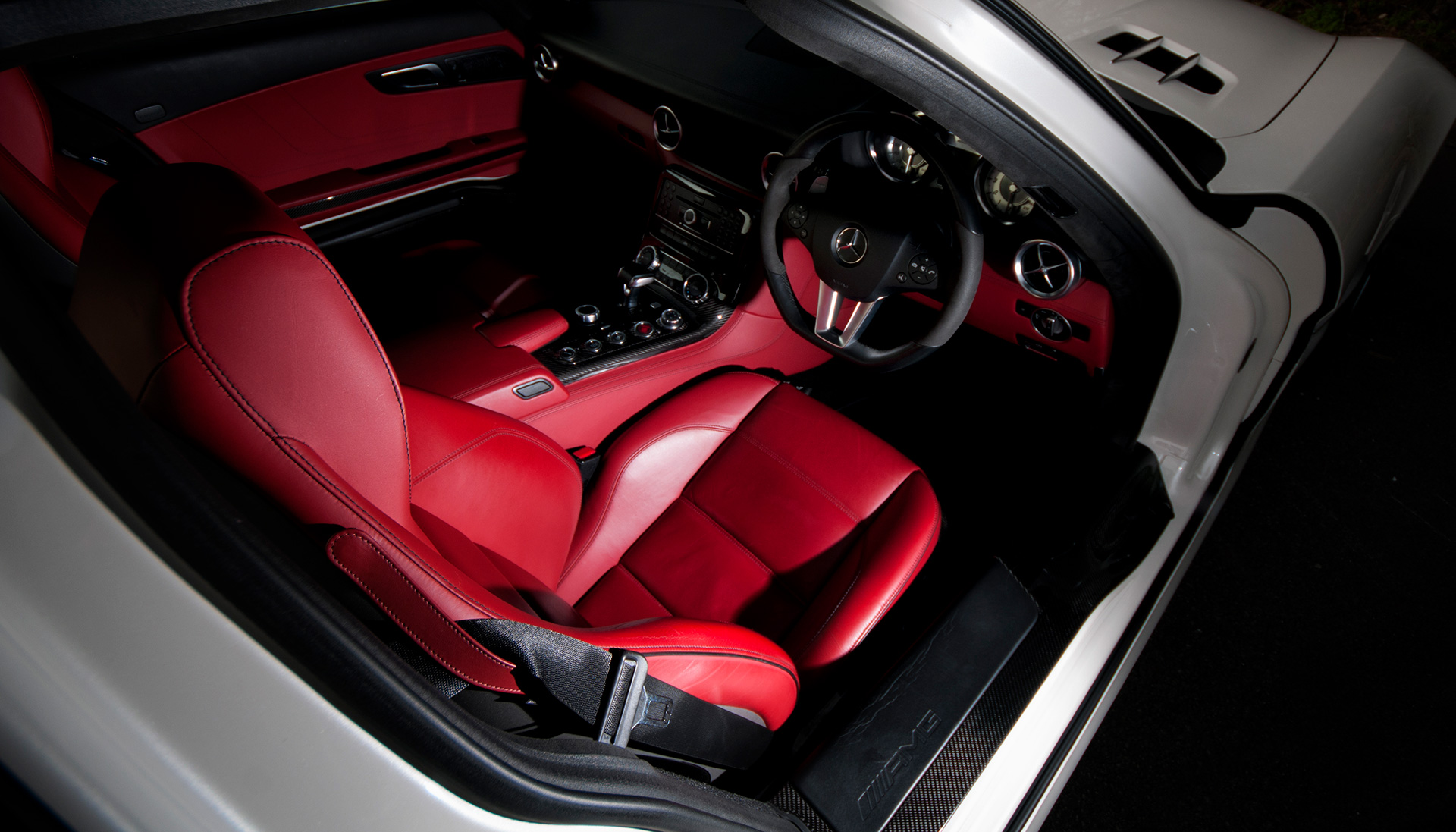 Mercedes SLS AMG Gullwing interior